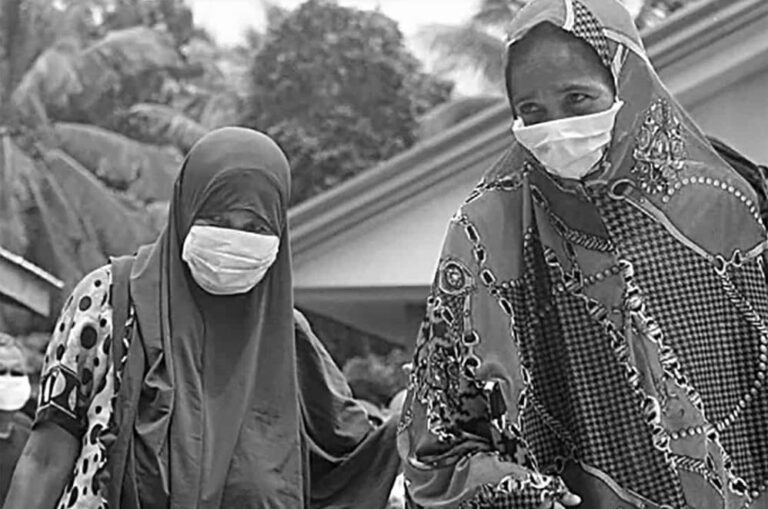 Two Muslim women during the pandemic